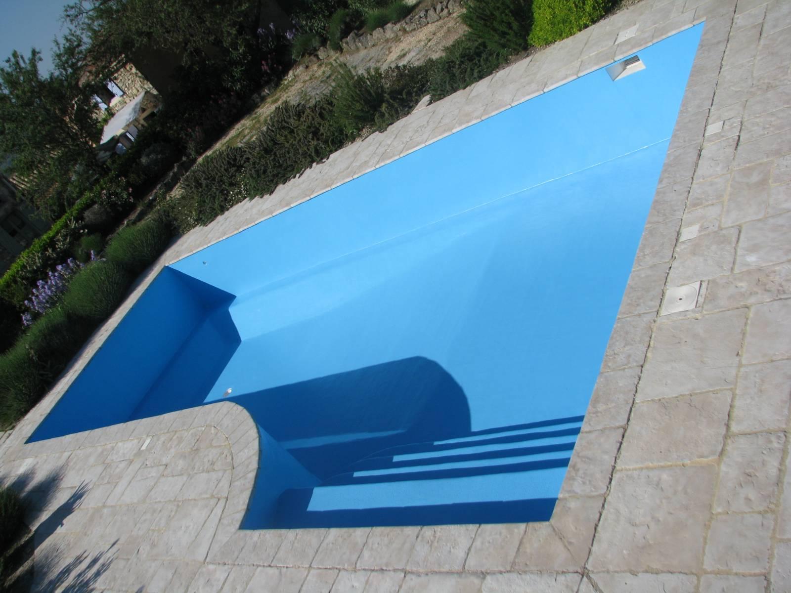 Renovation polyester de piscines avec liner ou pvc arm e for Piscine coque ou liner