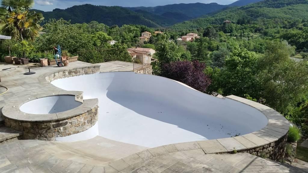 R novation de piscine sur rev tement silicomarbreux - Revetement ideal pourtour de piscine ...