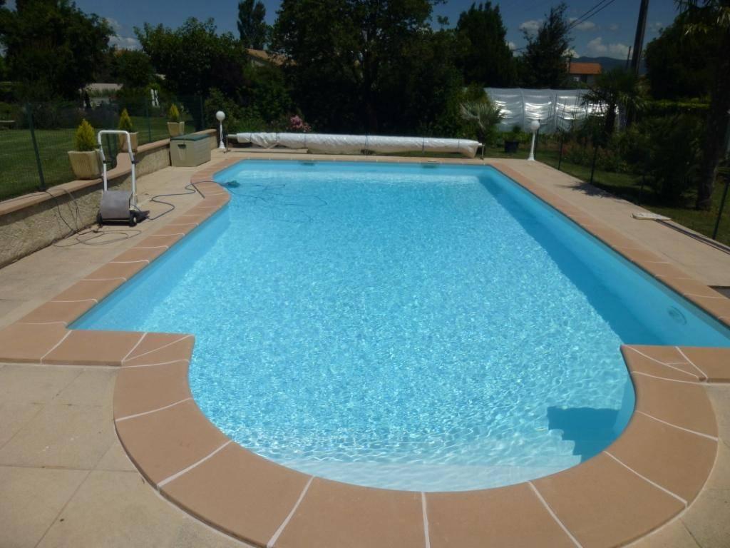 Renovation polyester de piscines avec liner ou pvc arm e for Piscine miroir avec liner